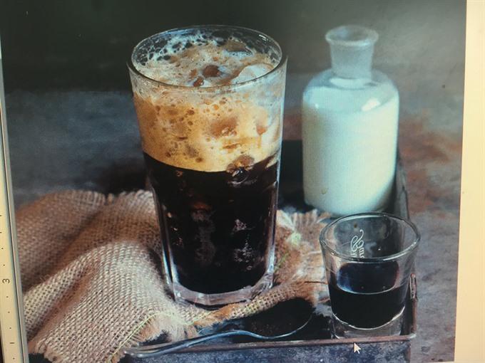 Cà phê đen đá là một trong số nét văn hóa ẩm thực tiêu biểu của người Sài Gòn