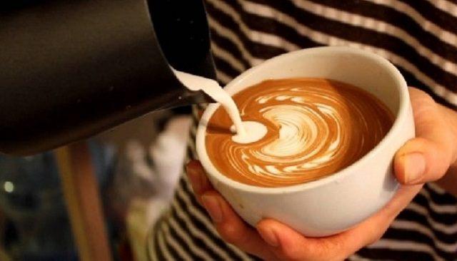 Pha cà phê cappuccino là một nghệ thuật
