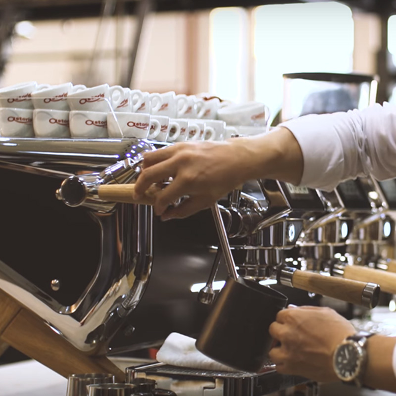 Bộ phận vòi đánh sữa được sử dụng khi pha chế ly Latte hay Cappuccino