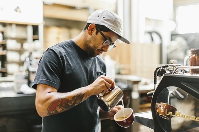 Pha cà phê bằng máy pha cà phê mang đến nhiều lợi ích
