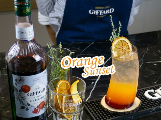 Cho ngày mới rạng rỡ với thức uống cam lựu tươi mát Orange Sunset