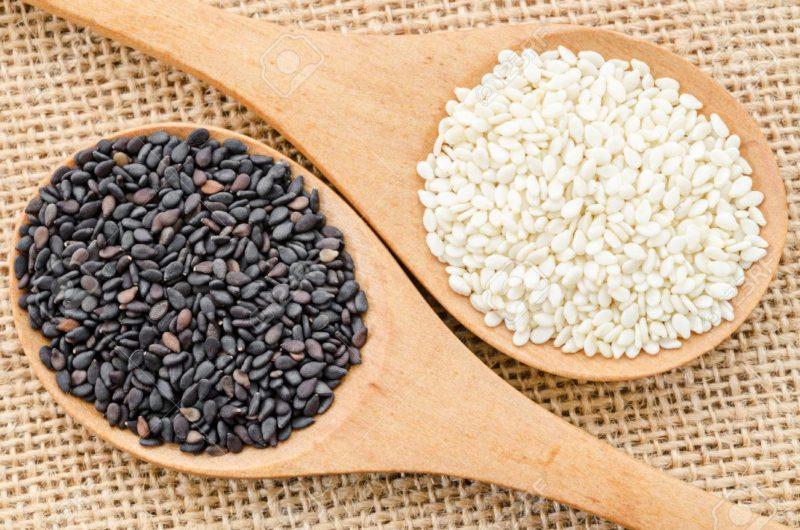 Có 2 loại hạt vừng được bán trên thị trường: vừng đen và vừng trắng
