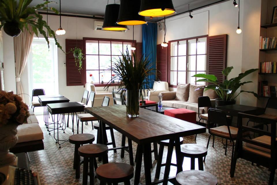 Không gian quán cà phê là một trong những điểm nhấn thu hút khách